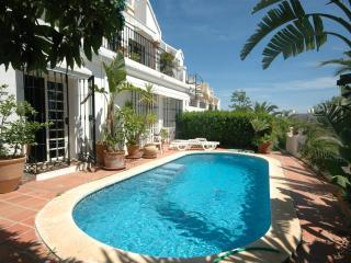 Luxury apartment in Aloha close to Puerto Banus - Marbella vacation rentals