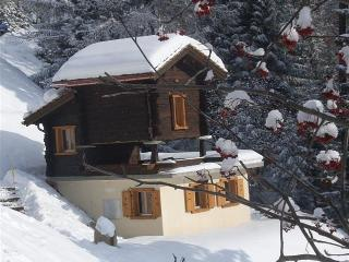 Cozy Chalet with Internet Access and Outdoor Dining Area - Ayer vacation rentals