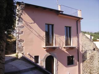 Casa Rosa Villa in the Village, Bugnara, Sulmona - Sulmona vacation rentals