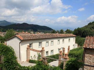 5 bedroom Tuscan farmhouse - Lucca vacation rentals