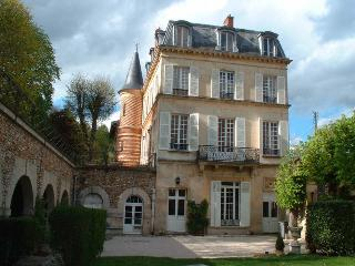 "Les Arcades ""My petit Chateau"" - Parmain vacation rentals"