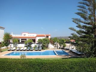 Casa da Horta - 2 BEDROOM APART. - SPECIAL OFFERS - Olhos de Agua vacation rentals