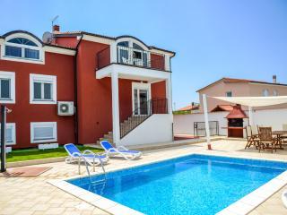 Modern holiday house / 4 BD / 2BA / private pool - Pula vacation rentals