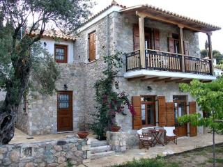 Bright 3 bedroom Tyros Guest house with Internet Access - Tyros vacation rentals