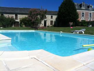 Beautiful Villa with Internet Access and Outdoor Dining Area - Ternay vacation rentals