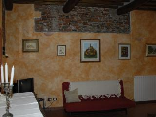 Tuscan two bedroom apartment in the middle of Lucc - Lucca vacation rentals