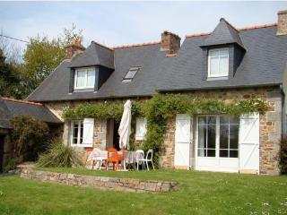 2 bedroom House with Satellite Or Cable TV in Lezardrieux - Lezardrieux vacation rentals