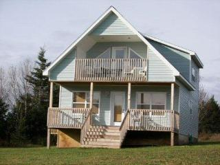 Cozy 2 bedroom Chalet in New London with Deck - New London vacation rentals