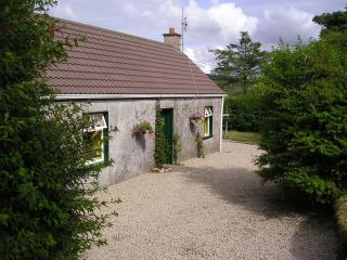 2 bedroom Cottage with Parking in Dunkineely - Dunkineely vacation rentals