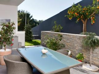 Deluxe apartment with garden - Podstrana vacation rentals