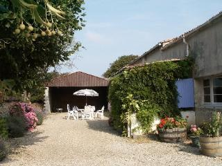 Wonderful 2 bedroom Brizambourg Farmhouse Barn with Satellite Or Cable TV - Brizambourg vacation rentals