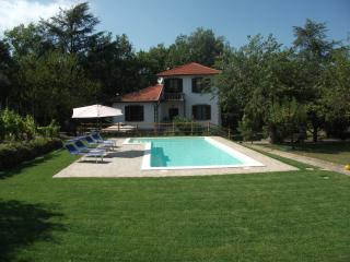 Beautiful Villa with Internet Access and Satellite Or Cable TV - Mombaldone vacation rentals