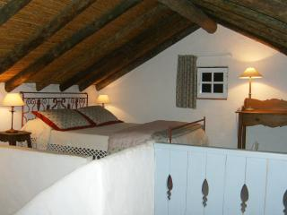 Cozy House with Internet Access and A/C - Quelfes vacation rentals