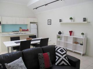 Bright 2 bedroom Condo in Adelaide - Adelaide vacation rentals