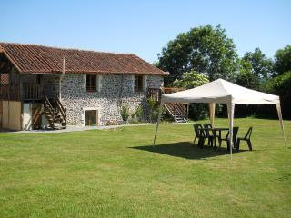 Tranquille Vienne Chabanais Gite - Chabanais vacation rentals