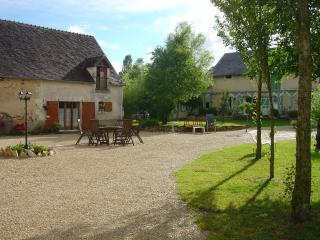 Beautiful 2 bedroom Loches Gite with Internet Access - Loches vacation rentals