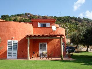 Bright 3 bedroom Cittadella del Capo Villa with Satellite Or Cable TV - Cittadella del Capo vacation rentals