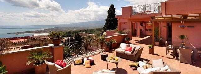 5 bedroom Villa in Taormina, Taormina, Sicily, Italy : ref 2230312 - Image 1 - Taormina - rentals