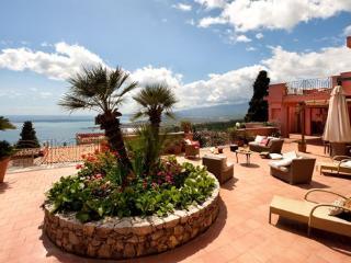 5 bedroom Villa in Taormina, Taormina, Sicily, Italy : ref 2230312 - Taormina vacation rentals