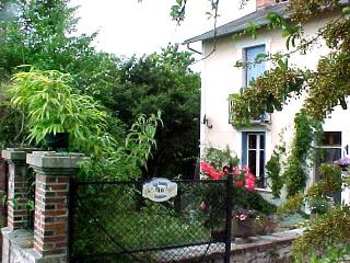 Charming Lanouaille vacation Cottage with Satellite Or Cable TV - Lanouaille vacation rentals