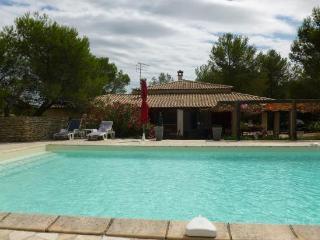 Villa 8 personnes+ piscine - Nîmes vacation rentals