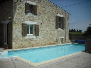 2 bedroom Cottage with Satellite Or Cable TV in Saint Palais de Phiolin - Saint Palais de Phiolin vacation rentals