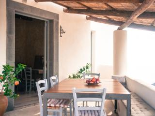 Bright 4 bedroom Aeolian Islands House with Dishwasher - Aeolian Islands vacation rentals