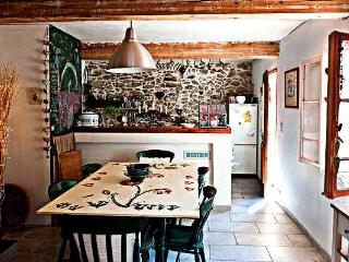 Lovely 2 bedroom Fosse Cottage with Internet Access - Fosse vacation rentals