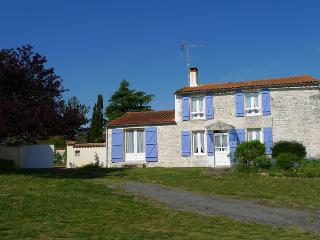 4 bedroom House with Internet Access in Lairoux - Lairoux vacation rentals