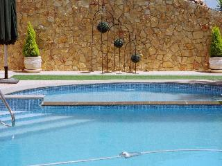 Quintinha da Eira - Serviço Hotel, Aluguer Quarto - Torres Novas vacation rentals