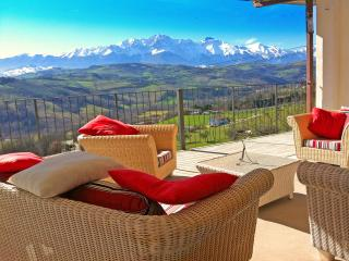 Lovely Villa with Internet Access and Central Heating - Bisenti vacation rentals