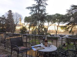 Wonderful Ponte Vecchio flat in Florence - Florence vacation rentals