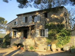 Bright 7 bedroom Gite in Taradeau with Internet Access - Taradeau vacation rentals