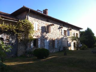 Bright 5 bedroom Farmhouse Barn in Cheronnac with Internet Access - Cheronnac vacation rentals