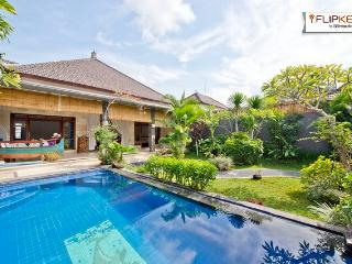 Gorgeous pool and top tropical garden in Seminyak - Kerobokan vacation rentals