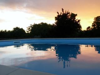 Idyllic Country Cottage and Stunning Swimming Pool - Saint Jean d'Angely vacation rentals