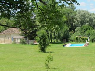 Cozy 3 bedroom Farmhouse Barn in Saint Colomb de Lauzun with Internet Access - Saint Colomb de Lauzun vacation rentals