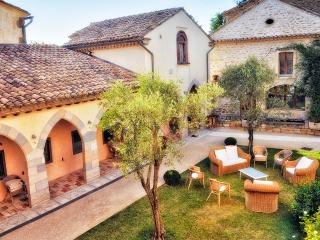 Charming House with Internet Access and Satellite Or Cable TV - Grillon vacation rentals