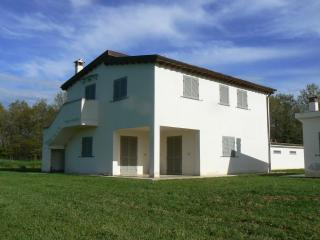 Spacious 5 bedroom House in Tuscany with Towels Provided - Tuscany vacation rentals
