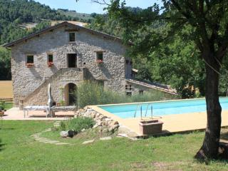 17th century amazing stone Umbrian farmhouse - Collazzone vacation rentals