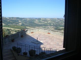 Nice 4 bedroom Villa in Montedinove - Montedinove vacation rentals