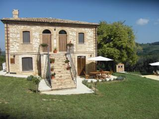Perfect House with Outdoor Dining Area and Television - Guardiagrele vacation rentals