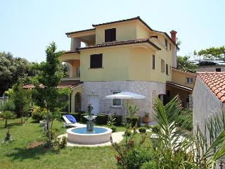 Nice Condo with Deck and Internet Access - Banjole vacation rentals