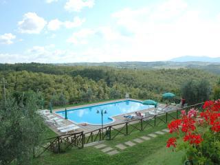 Comfortable 10 bedroom Citta della Pieve Farmhouse Barn with Internet Access - Citta della Pieve vacation rentals