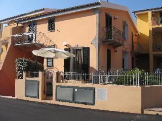 GRAZIOSO BILOCALE CON VERANDA - Valledoria vacation rentals
