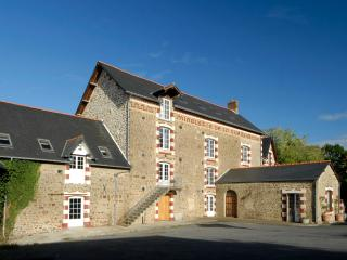 5 bedroom Farmhouse Barn with Internet Access in Gorron - Gorron vacation rentals