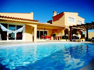 Canelas - 4 bed villa w/ pool - Mexilhoeira Grande vacation rentals