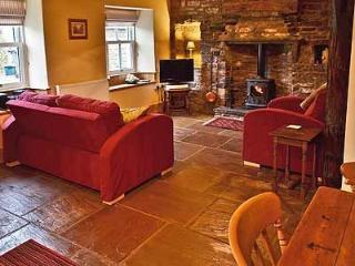 2 bedroom Cottage with High Chair in Askrigg - Askrigg vacation rentals