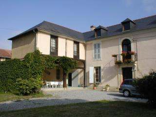 4 bedroom House with Internet Access in Trie-sur-Baise - Trie-sur-Baise vacation rentals