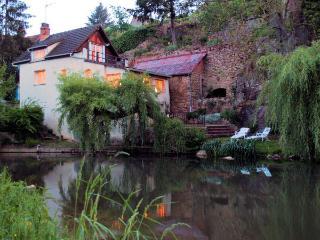 Riverfront House in Semur - Semur-en-Auxois vacation rentals